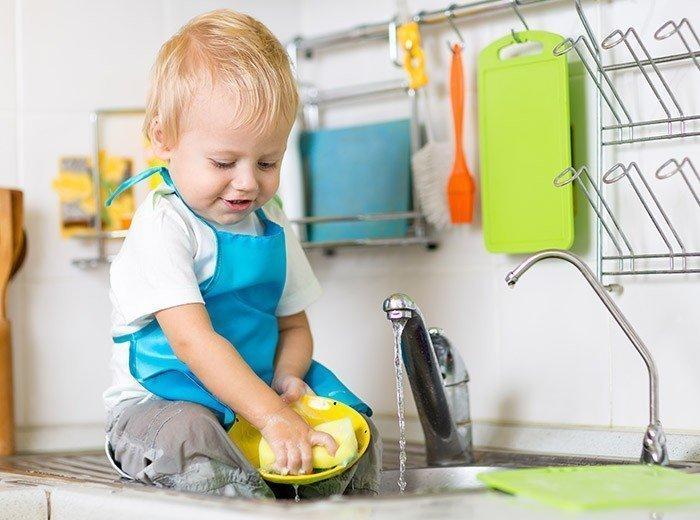 Картинки малыши моют посуду